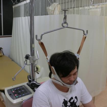 頸椎、腰椎牽引治療(オージー技研:トラックタイザー)