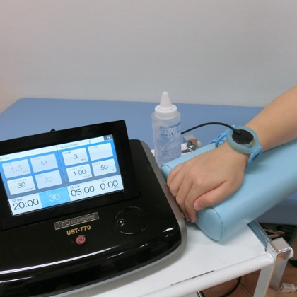 ② 非温熱治療(UST770、オステオトロンV)
